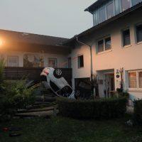 2018-09-16_Ostallgaeu_Stetten-Auerberg_Unfall_Pkw-Wohnhaus_Feuerwehr_00006