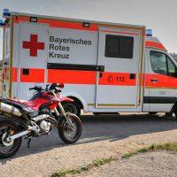 K1600_28.09.2018 Unfall B16 Mindelheim Motorrad rammt PKW beim Überholen (1)