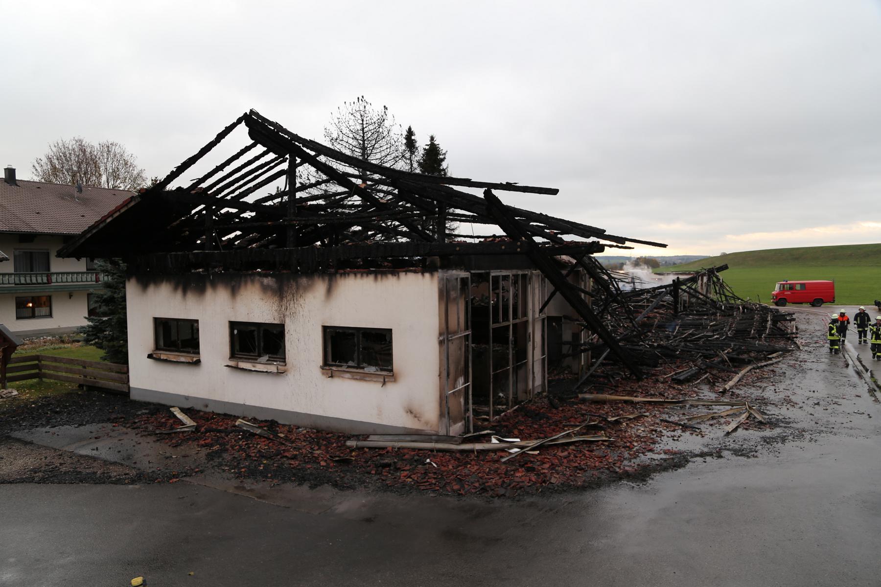87674 Ruderatshofen, Poststr. 7 Brand einer landwirtschaftlichen Halle (2)