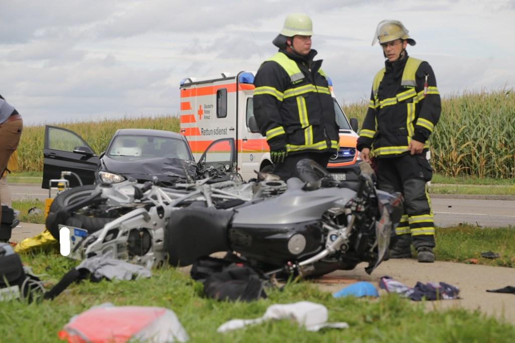 2019-09-27_Memmingen_Europastrasse_Unfall_Abschleppwagen_BMW_Motorrad_FeuerwehrIMG_6213