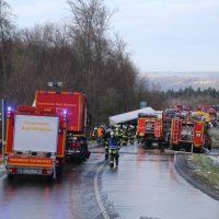 2019-12-10_B30_Ravensburg_Enzisreute_Baindt_Lkw-Unfall-Gefahrgut_Feuerwehr_PoeppelIMG_2419