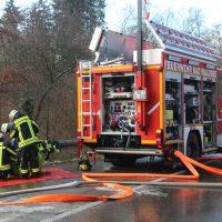 2019-12-10_B30_Ravensburg_Enzisreute_Baindt_Lkw-Unfall-Gefahrgut_Feuerwehr_PoeppelIMG_2421