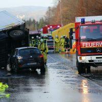 2019-12-10_B30_Ravensburg_Enzisreute_Baindt_Lkw-Unfall-Gefahrgut_Feuerwehr_PoeppelIMG_2466