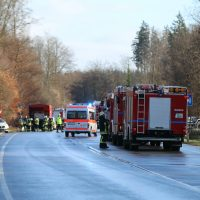 2019-12-10_B30_Ravensburg_Enzisreute_Baindt_Lkw-Unfall-Gefahrgut_Feuerwehr_PoeppelIMG_2468