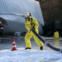 2019-12-10_B30_Ravensburg_Enzisreute_Baindt_Lkw-Unfall-Gefahrgut_Feuerwehr_PoeppelIMG_2499