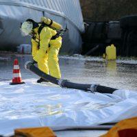 2019-12-10_B30_Ravensburg_Enzisreute_Baindt_Lkw-Unfall-Gefahrgut_Feuerwehr_PoeppelIMG_2500