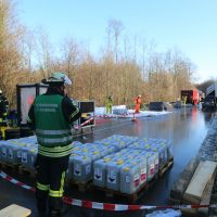 2019-12-10_B30_Ravensburg_Enzisreute_Baindt_Lkw-Unfall-Gefahrgut_Feuerwehr_PoeppelIMG_2525