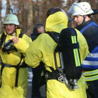2019-12-10_B30_Ravensburg_Enzisreute_Baindt_Lkw-Unfall-Gefahrgut_Feuerwehr_PoeppelIMG_2530