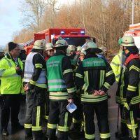 2019-12-10_B30_Ravensburg_Enzisreute_Baindt_Lkw-Unfall-Gefahrgut_Feuerwehr_PoeppelIMG_2541