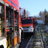 2019-12-10_B30_Ravensburg_Enzisreute_Baindt_Lkw-Unfall-Gefahrgut_Feuerwehr_PoeppelIMG_2543