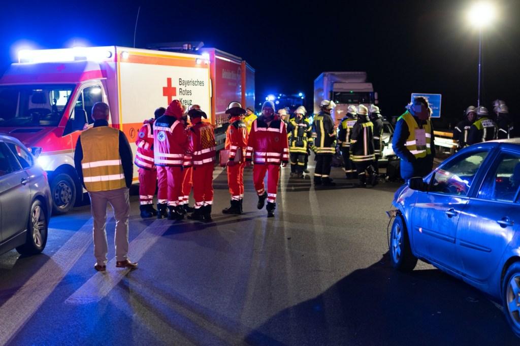 2019-12-10_a96-Mindelheim_Unfall_mehrere_Vereltzte_Feuerwehr_Polizei_Rizer191210 A96 MANV-18
