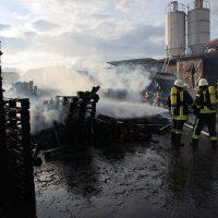 2020-04-28_Unterallgaeu_Lauben_Brand_Industrie_Paletten_Feuerwehr_Bringezu_B0DC35F3-C208-4775-8361-CC4E9794C916