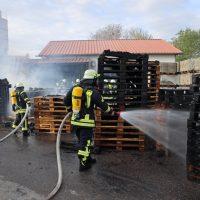 2020-04-28_Unterallgaeu_Lauben_Brand_Industrie_Paletten_Feuerwehr_Bringezu_EC52D3B2-946D-477D-8CDA-8969A30797A8