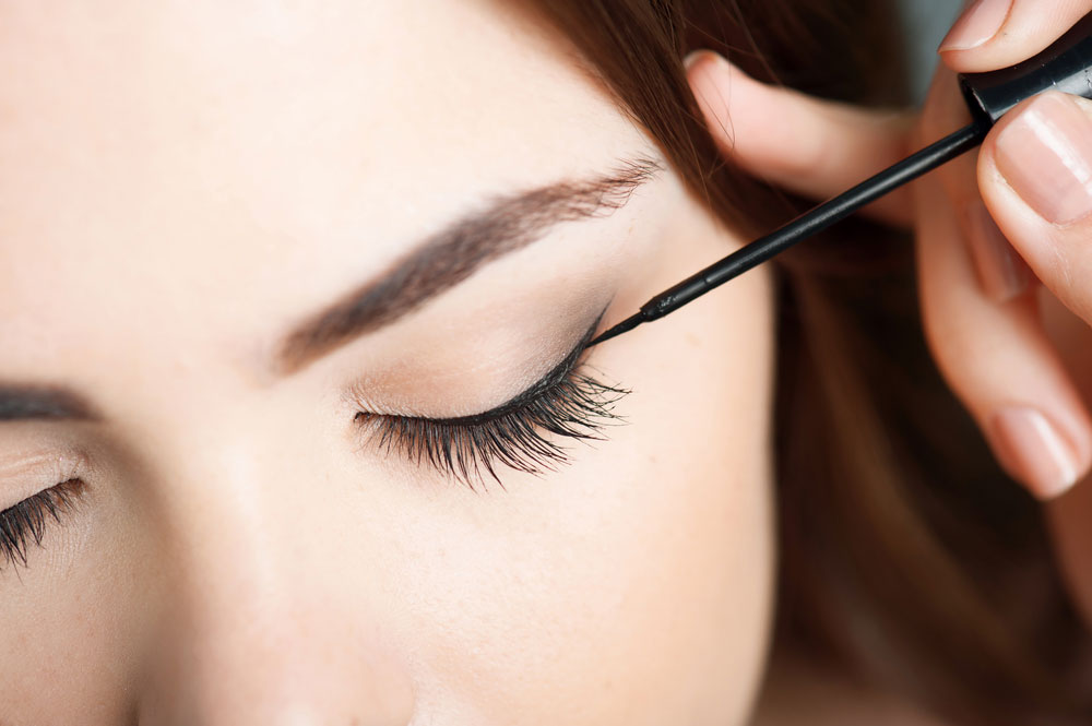 3 Eyeliner Tricks Every Woman Should Know featured image