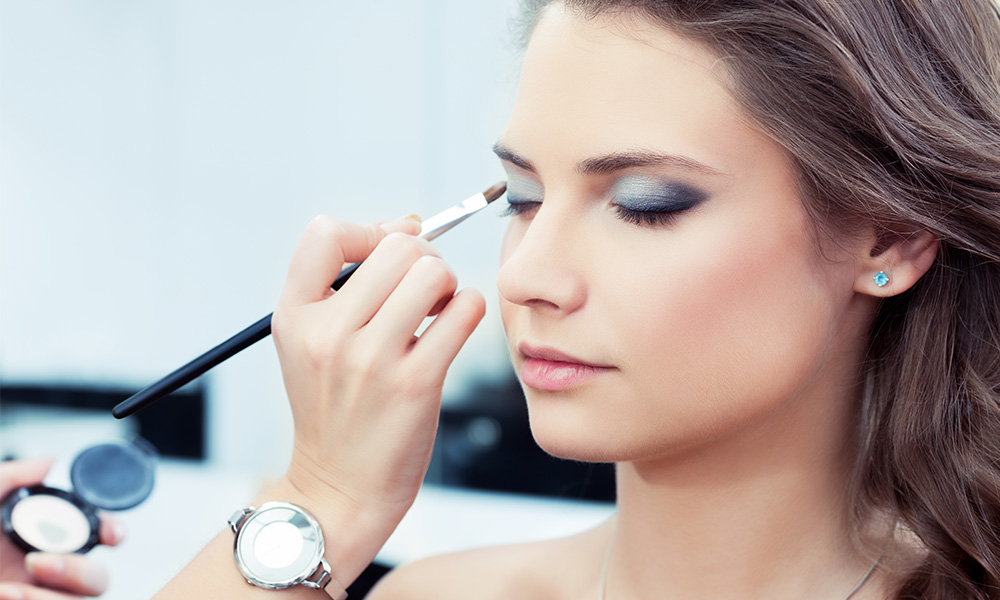 One-Step Tricks That Will Instantly Improve Your Makeup Game featured image