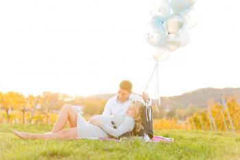 Babybauchsfoto Wien Ballons Luftballons Sonnenuntergang
