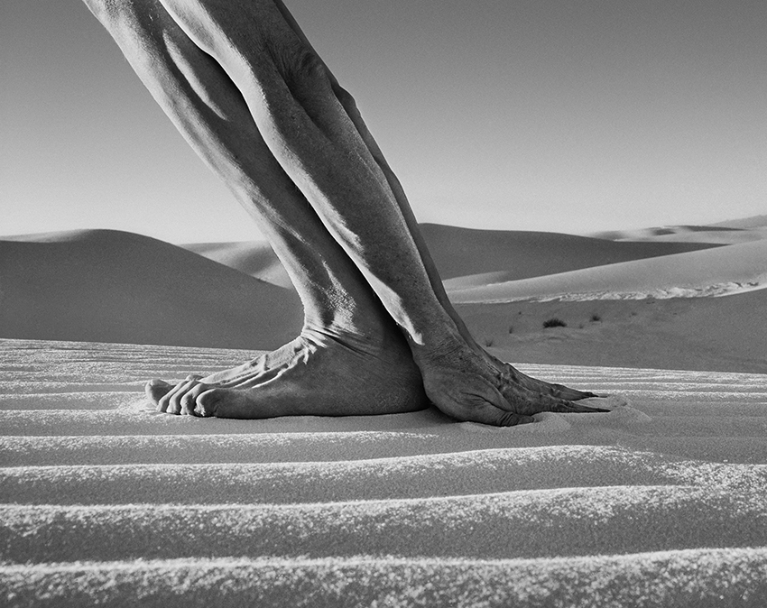 Arno Rafael Minkkinen, Self-portrait, White Sands (White Sands, National Monument, EUA - 2000) | 46 x 58 cm