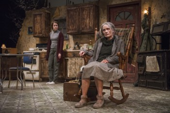 Sadistic Pageantry: A Review of The Beauty Queen of Leenane at Northlight Theatre