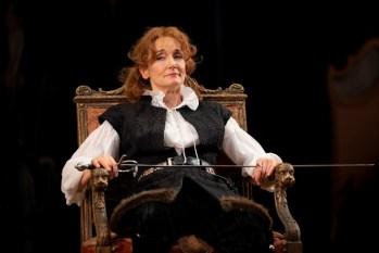 Hamlet Her Live: A Review of Bernhardt/Hamlet at Goodman Theatre