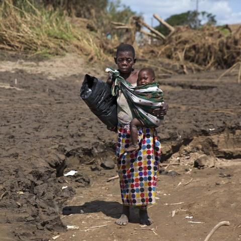30 March 2019: Fatima Randinho and her very sick grandchild Rude Luis, 2, in the flood-devastated Metuchira village.