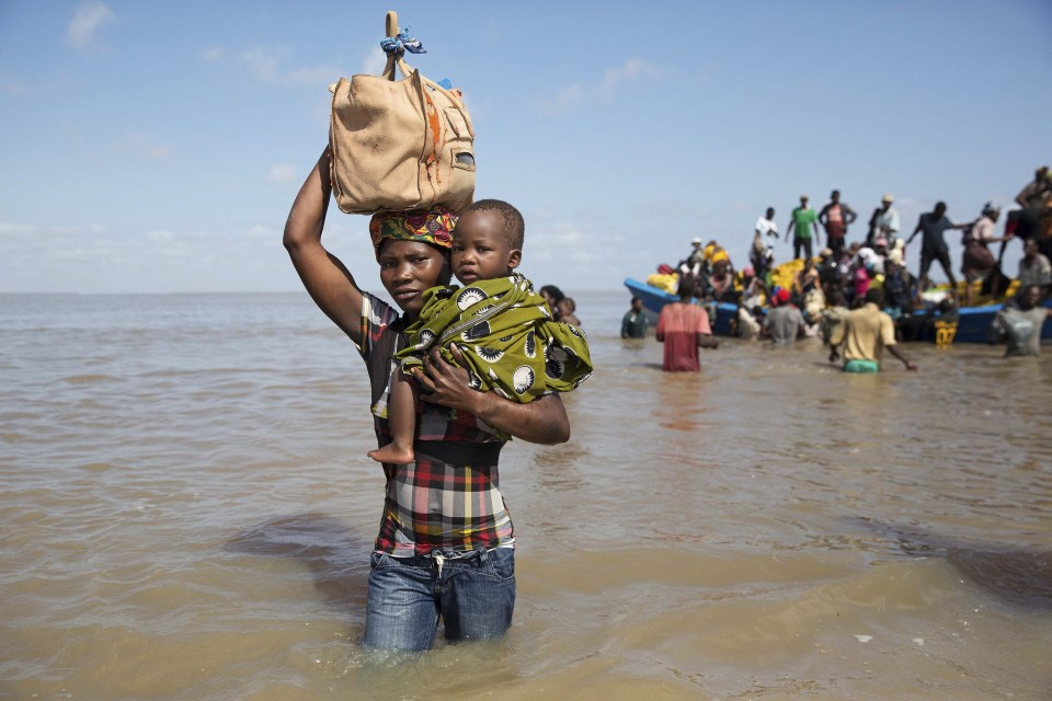 29 March 2019: Dorinda Antonio and her son Manuel Lazalo arrive by boat in Beira from Buzi, one of the areas worst affected by Cyclone Idai.