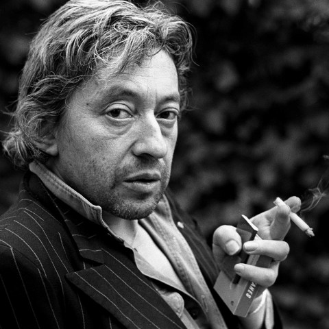 18 April 1980: French singer Serge Gainsbourg clutches a pack of Gitanes and a lit cigarette of the same make during a portrait-taking session in Paris. (Photograph by Ulf Andersen/Getty Images)