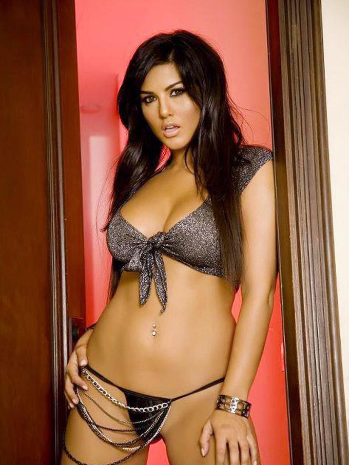 Bollywood-Burning-Actress-Sunny-Leone-Bikini-Photo-Collections-15