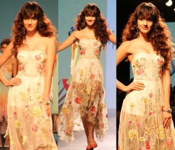 Best Off-screen looks of Disha Patani