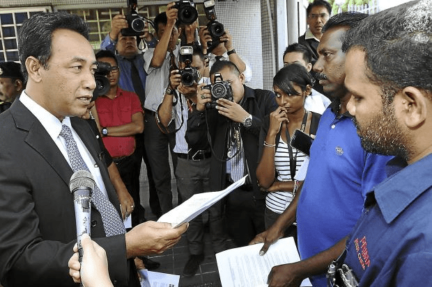 Photo shows Sugumaran (2nd from right) confronting Khalid Ibrahim's private secretary Mohd Yasid Bidin in 2013.
