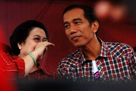 Megawati (left): pulling strings from the shadows?