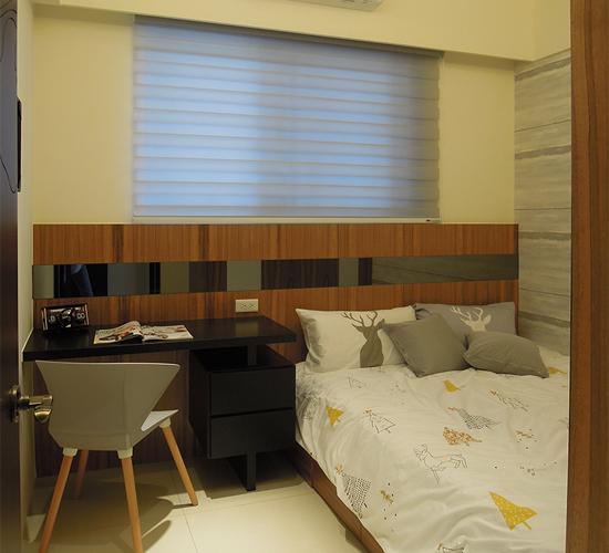 臥室空間設計以極簡色調呈現居住者的生活風格~沉穩中又不失個性。
