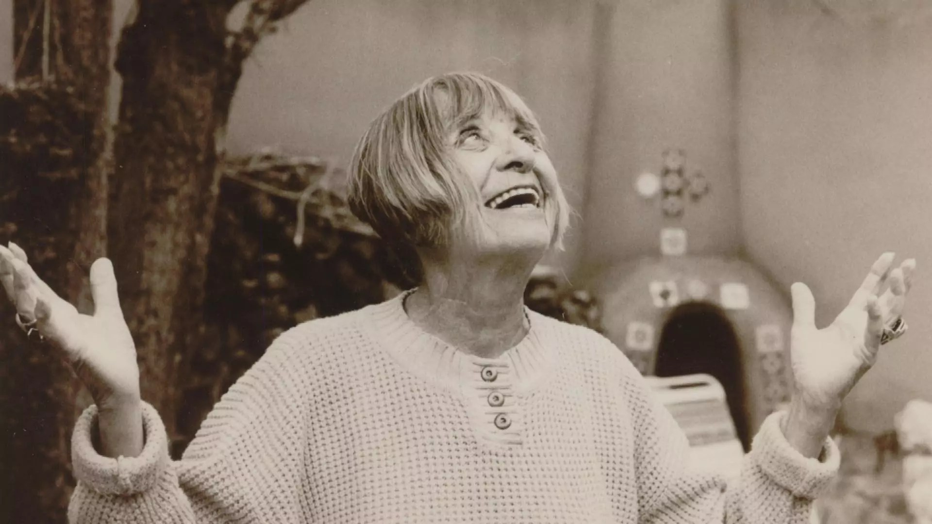 Portrait of Bea Mandelman.