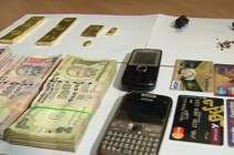 Recovered-idols-gold-bars-made-out-of-idols-cash-etc-seized-from-Bhubaneswar-on-Saturday1-650x430