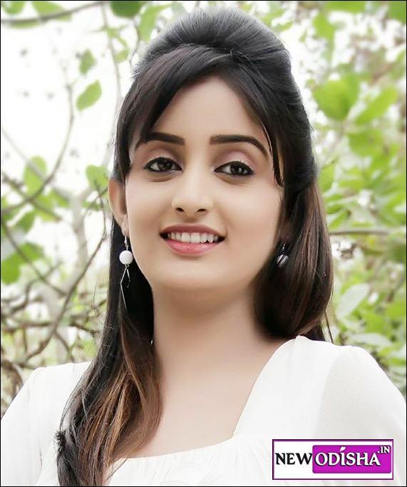 Sambhabana Mohanty Odia Actress Real Life Photos and Wallpapers