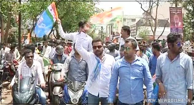 Congress takes out bike rally demanding arrest of BJD MLA