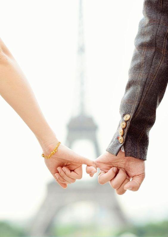 صور يدين حبيبين رومانسية جدا فوتوجرافر