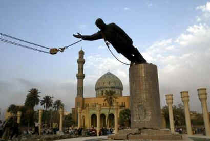 Iraqis topple large Saddam statue in Baghdad