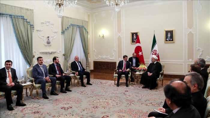 Давутоглу встретился с президентом и бизнесменами Ирана