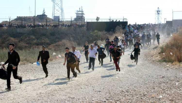 30 тысяч сирийцев скопилось на турецкой границе