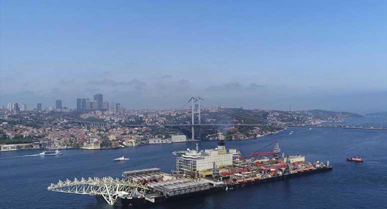 Крупнейшее в мире судно прошло через Босфор