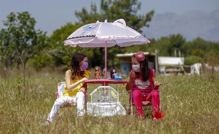 Детям в Турции разрешили выйти на улицу
