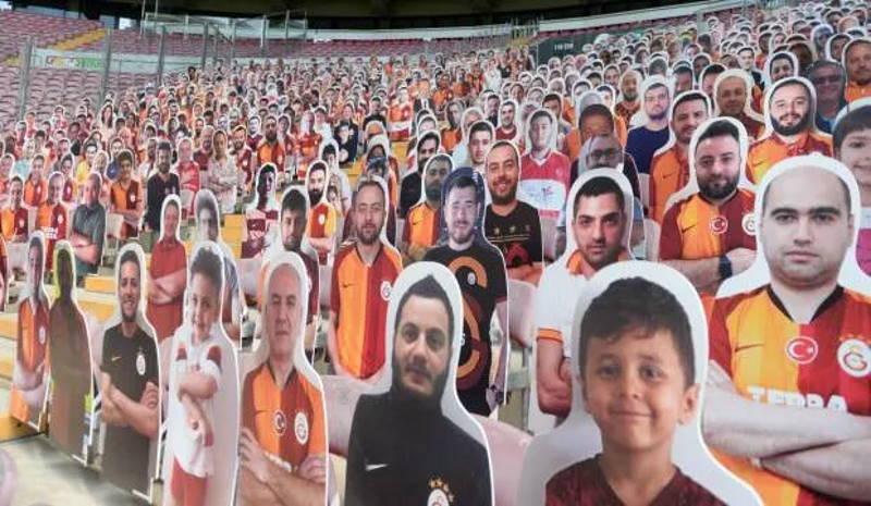 Галатасарай заполнил стадион картонными болельщиками