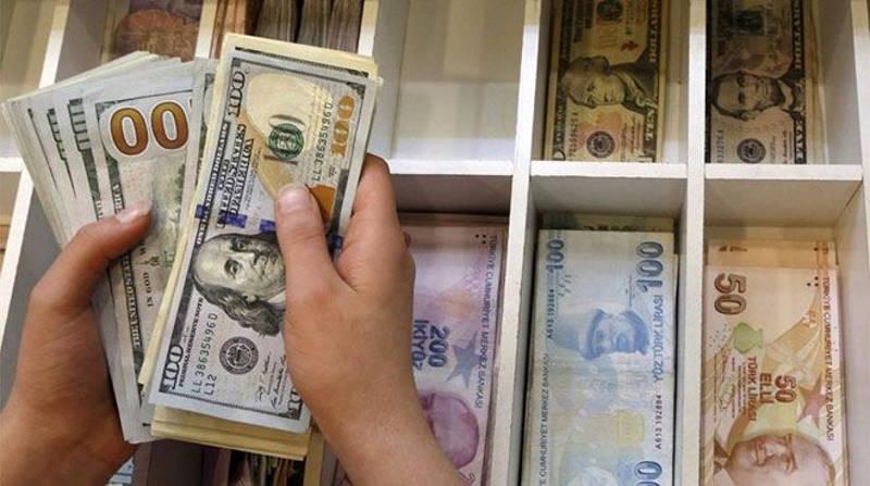 Доллар перешагивает порог в 9 лир на фоне угроз Анкары