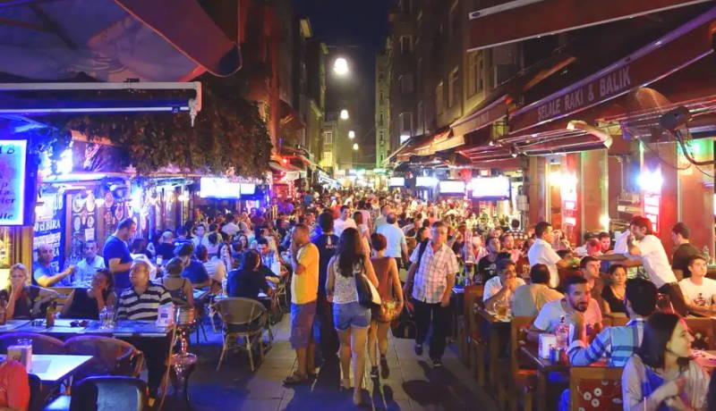 Район Стамбула вводит новое правило для баров