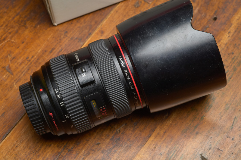 Lens with lenshood in place
