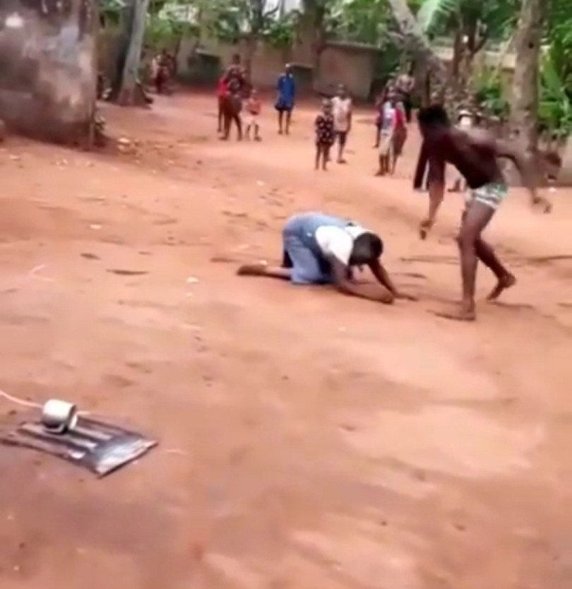 Man filmed flogging, boxing, and kicking an elderly woman in Anambra (video)