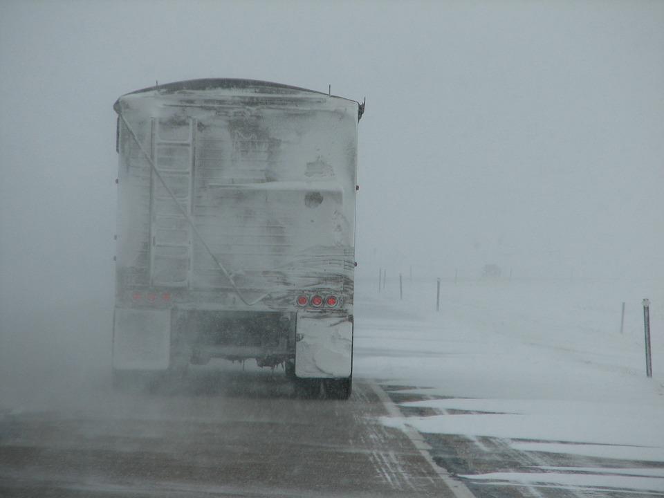 Truck driving-16816_960_720_1548796905514.jpg