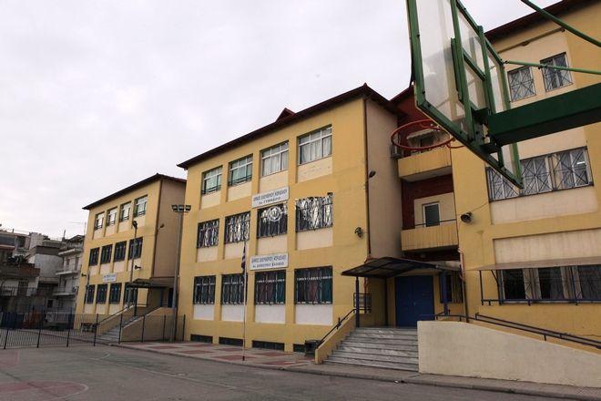 «Ανοιχτά παράθυρα» και μουσικές «Ημέρες καραντίνας» από το 6ο Διαπολιτισμικό Δημοτικό Σχολείο Ελευθερίου- Κορδελιού