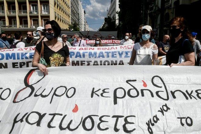 Στιγμιότυπα από τις απεργιακές συγκεντρώσεις στο κέντρο της Αθήνας