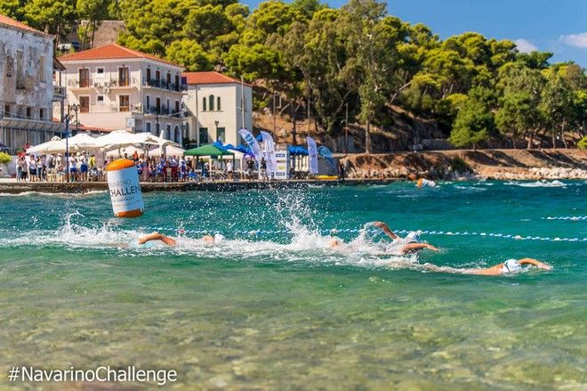 Kids swimming στο Navarino Challenge (photo by Elias Lefas)